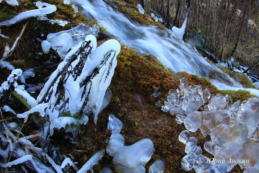 Царские водопады зимой особенно прекрасны.