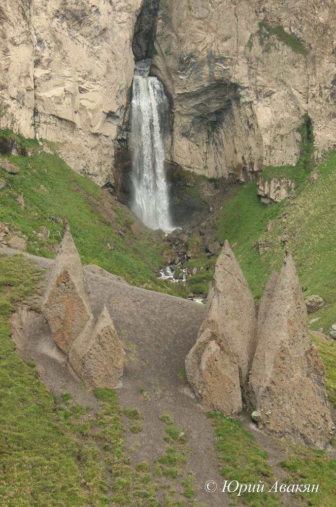 Водопад Кызылкол Джилы су