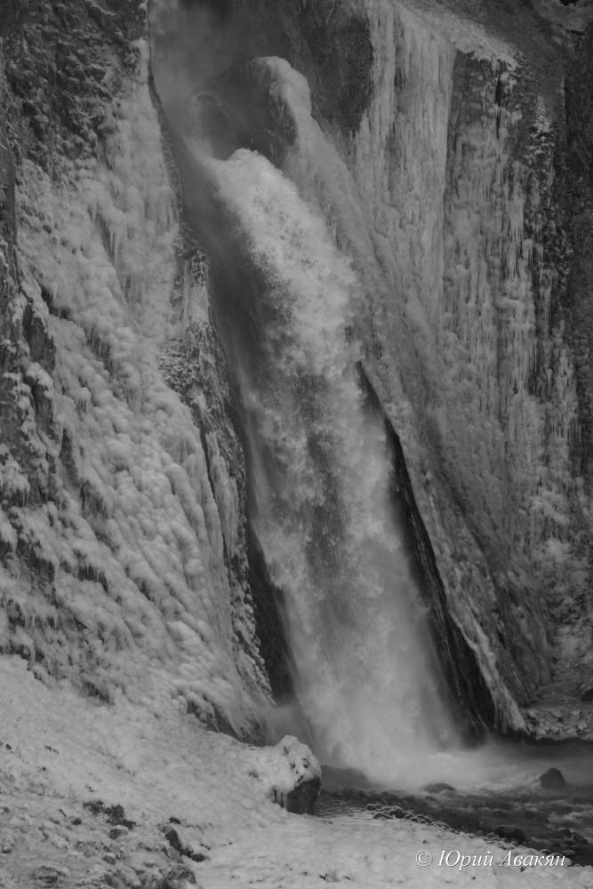 Водопад Каракая-Су зимой