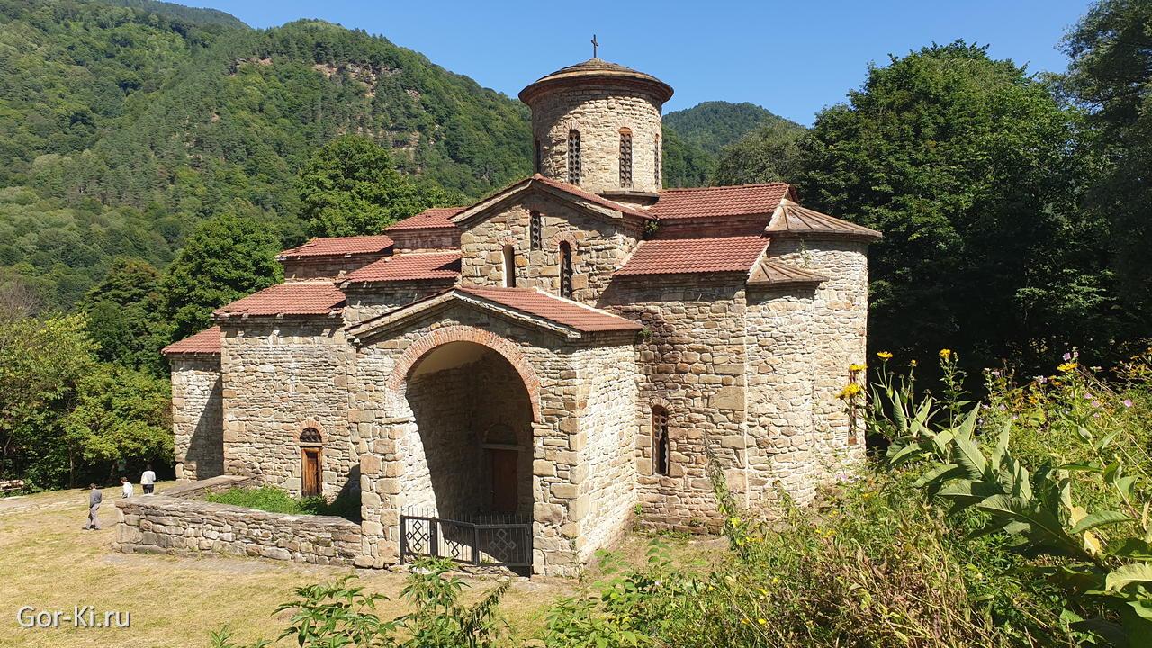 Древний храм в Архызе